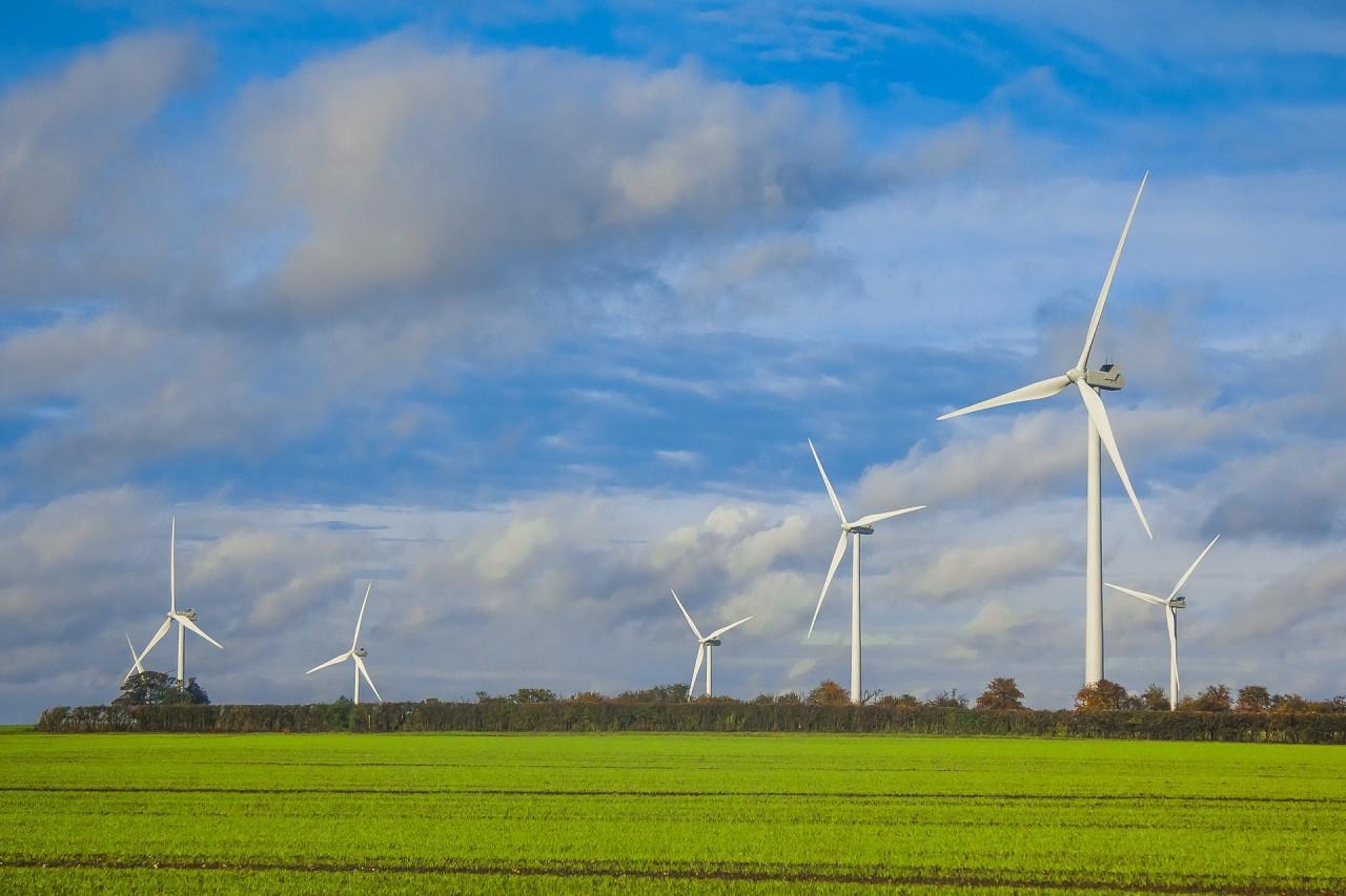 wind-turbines-1117890_1920